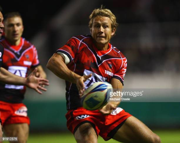 Jonny Wilkinson looks to feed a pass during the Toulon v Saracens Amlin Challenge Cup Pool three match at the Stade Felix Mayol on October 15 2009 in...