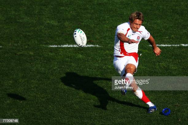 Jonny Wilkinson of England kicks a penalty during the Quarter Final of the Rugby World Cup 2007 between Australia and England at the Stade Velodrome...