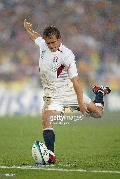 Jonny Wilkinson of England kicks a penalty goal during the Rugby World Cup Semi-Final match between England and France at Telstra Stadium November...