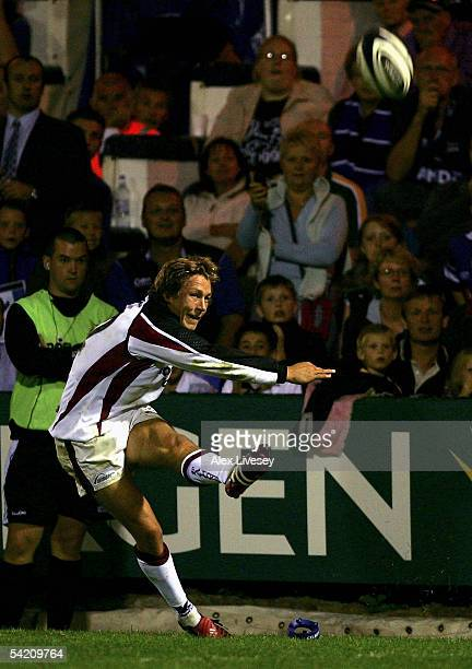 Jonny Wilkinson of Newcastle misses the last kick of the game which could have won the match for Newcastle against Sale Sharks during the Guinness...