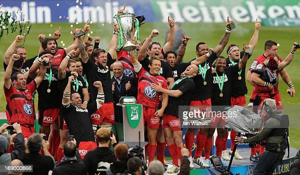Jonny Wilkinson of Toulon and his team-mates celebrate with the trophy at the end of the Heineken Cup final match between Clermont Auvergne and RC...