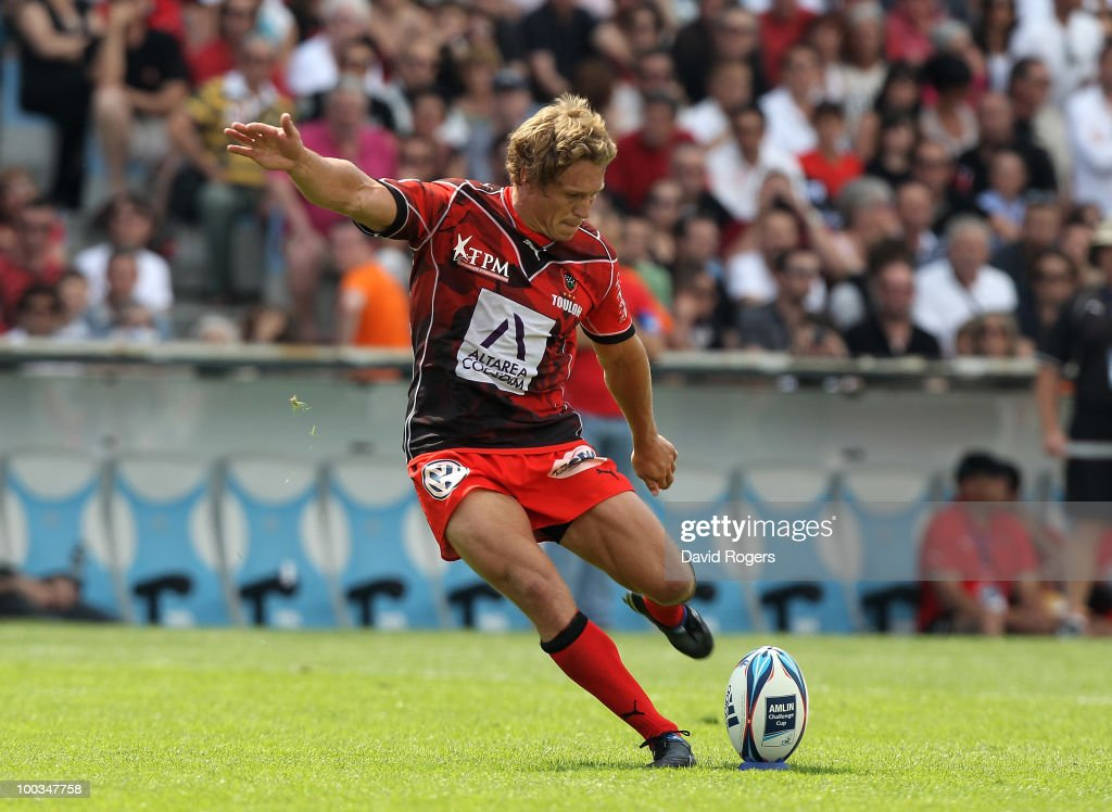 Jonny Wilkinson of Toulon converts a try by Sonny Bill Williams during the Amlin Challenge Cup Final between Toulon and Cardiff Blues at Stade Velodrome on May 23, 2010 in Marseille, France.
