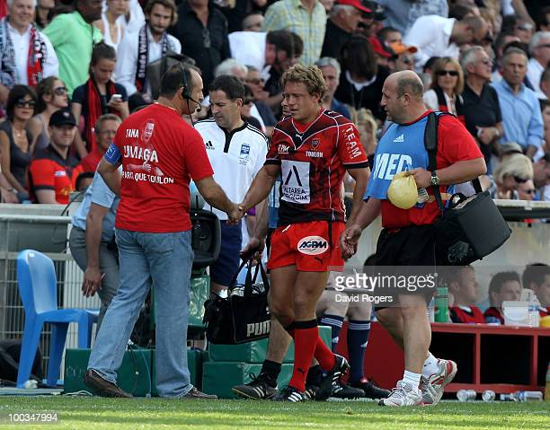 Jonny Wilkinson of Toulon shakes hand with team coach Phillipe Saint Andre after being replaced during the Amlin Challenge Cup Final between Toulon...