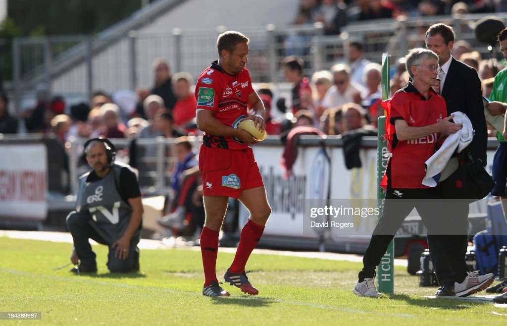 Jonny Wilkinson of Toulon walks of the field with his right hand in ice during the Heineken Cup Pool 2 match between Toulon and Glasgow Warriors at the Felix Mayol Stadium on October 13, 2013 in Toulon, France.