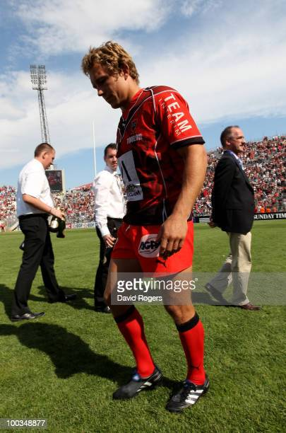 Jonny Wilkinson of Toulon walks off the field at the end of the match after his team are defeated in the Amlin Challenge Cup Final between Toulon and...