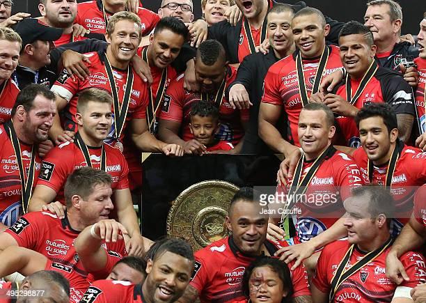 Jonny Wilkinson, Steffon Armitage, owner of RC Toulon Mourad Boudjellal, Bryan Habana, Matt Giteau, Ali Williams of RC Toulon and teammates celebrate...