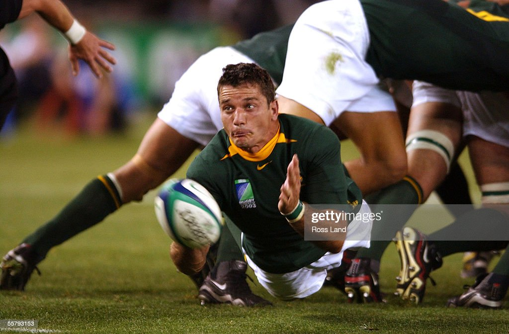 Joost van der westhuizen passes from the back of t : News Photo