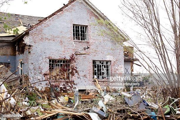 joplin missouri deadly f5 tornado debris - joplin missouri stock pictures, royalty-free photos & images