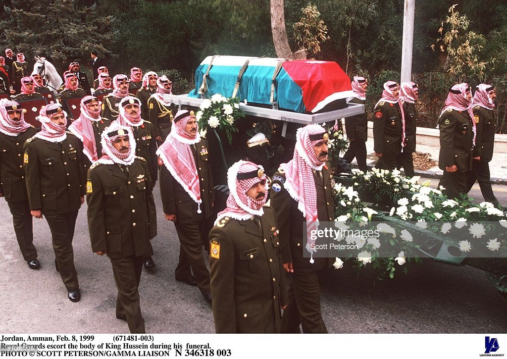 Jordan Amman Feb 8 1999 (671481 003 Royal Guards Escort The Body Of King Hussein During His Fun : News Photo