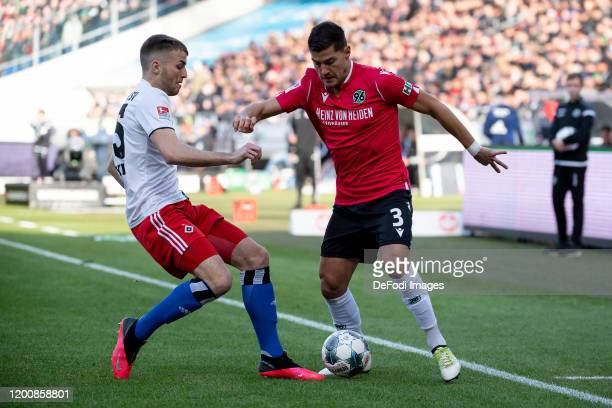 Jordan Beyer of Hamburger SV and Miiko Albornoz of Hannover 96 battle for the ball during the Second Bundesliga match between Hannover 96 and...