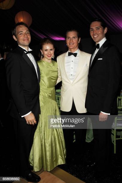 Jordan Burchette Carolina Portago Eric Javits and Ed Mundo Huerta attend NEW YORK BOTANICAL GARDEN 2009 Conservatory Ball at New York Botanical...
