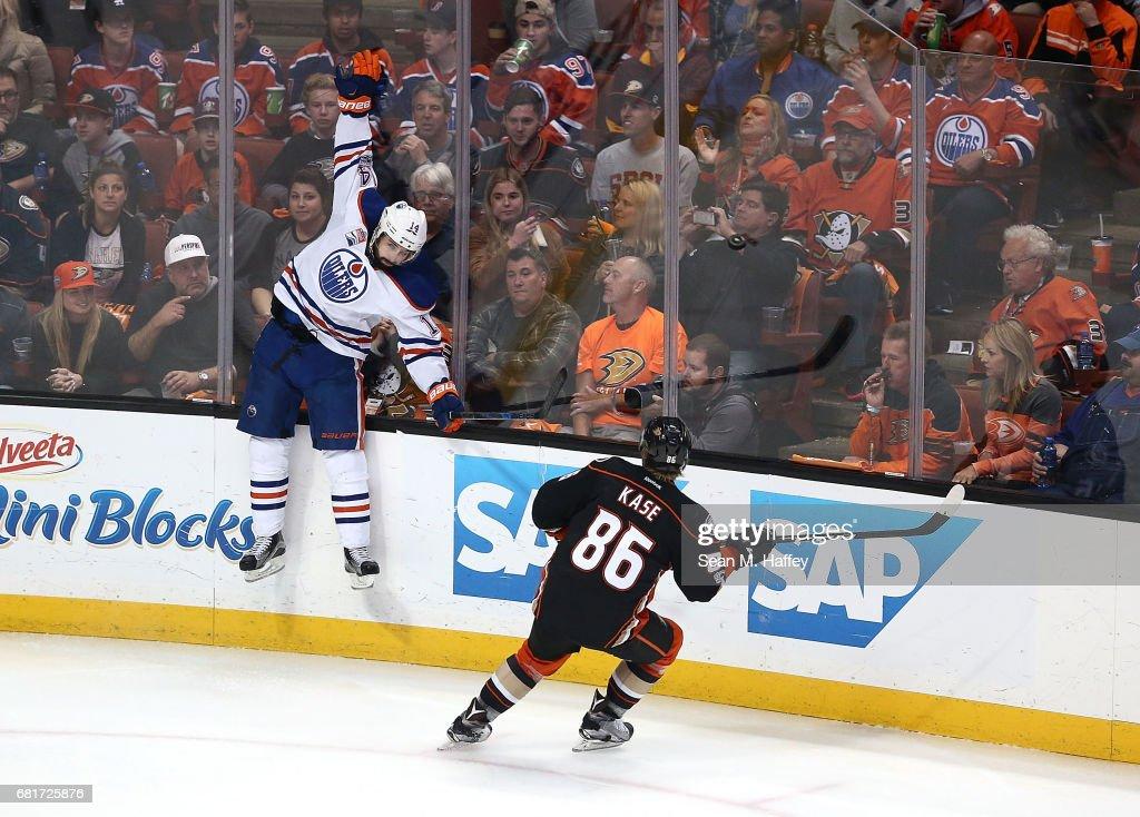 Edmonton Oilers v Anaheim Ducks - Game Seven : News Photo