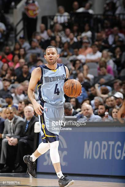 Jordan Farmar of the Memphis Grizzlies handles the ball against the San Antonio Spurs on March 25 2016 at the ATT Center in San Antonio Texas NOTE TO...