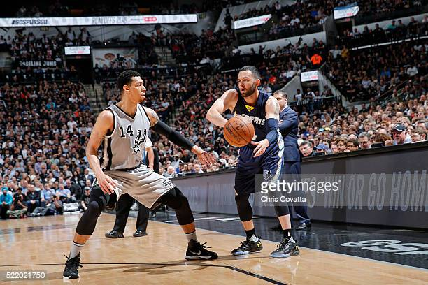 Jordan Farmar of the Memphis Grizzlies passes the ball against Danny Green of the San Antonio Spurs in Game One of the Western Conference...