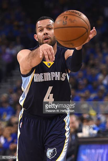 Jordan Farmar of the Memphis Grizzlies passes the ball in the first half against the Golden State Warriors during the game at ORACLE Arena on April...