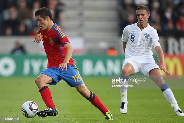 Jordan Henderson of England tracks Ander Herrera of Spain during the UEFA European Under-21 Championship Group B match between England and Spain at...