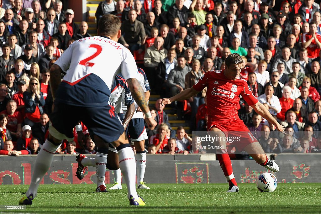 Liverpool v Bolton Wanderers - Premier League : Nieuwsfoto's