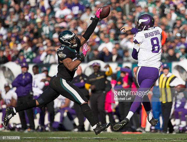 Jordan Hicks of the Philadelphia Eagles knocks down a pass thrown by Sam Bradford of the Minnesota Vikings in the third quarter at Lincoln Financial...