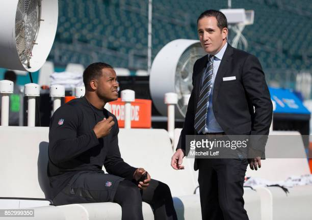 Jordan Hicks of the Philadelphia Eagles talks to general manager Howie Roseman on the bench prior to the game against the New York Giants at Lincoln...
