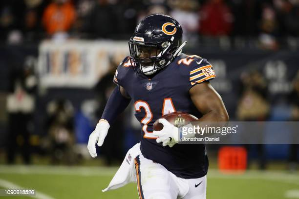 Jordan Howard of the Chicago Bears carries the ball against the Philadelphia Eagles in the second quarter of the NFC Wild Card Playoff game at...