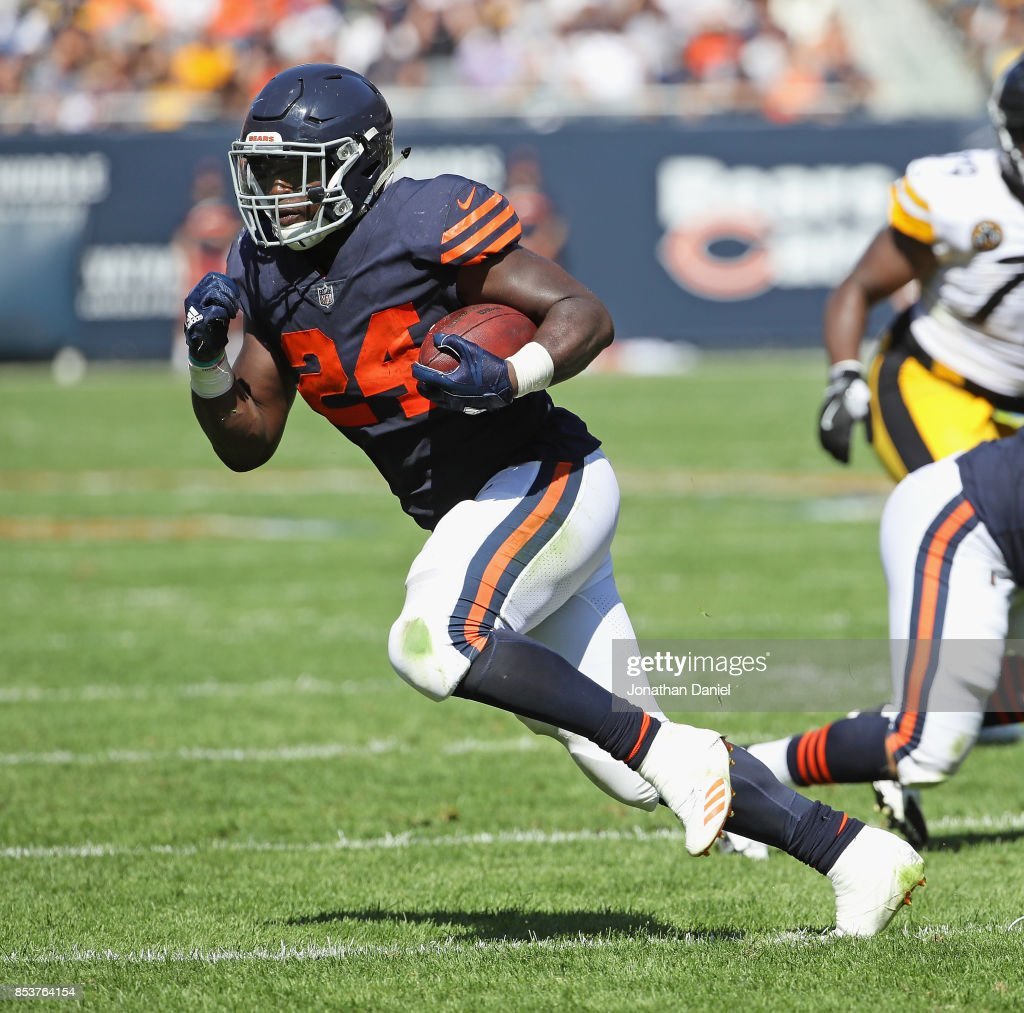 Jordan Howard #24 of the Chicago Bears runs against the Pittsburgh Steelers at Soldier Field on September 24, 2017 in Chicago, Illinois.