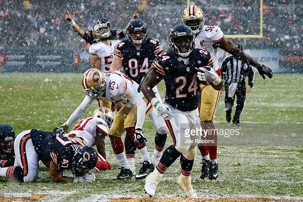 Jordan Howard of the Chicago Bears runs the football in for a touchdown in the third quarter against the San Francisco 49ers at Soldier Field on...