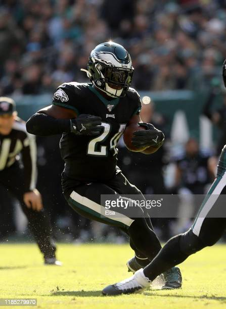 Jordan Howard of the Philadelphia Eagles carries the ball in the first quarter against the Chicago Bears at Lincoln Financial Field on November 03,...