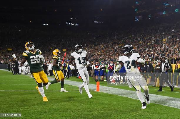Jordan Howard of the Philadelphia Eagles catches a pass for a touchdown during the third quarter against the Green Bay Packers at Lambeau Field on...