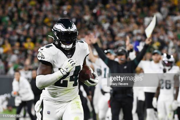 Jordan Howard of the Philadelphia Eagles runs for a touchdown during the third quarter against the Green Bay Packers at Lambeau Field on September 26...