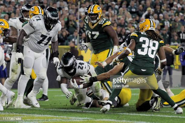 Jordan Howard of the Philadelphia Eagles scores a touchdown in the fourth quarter against the Green Bay Packers at Lambeau Field on September 26,...