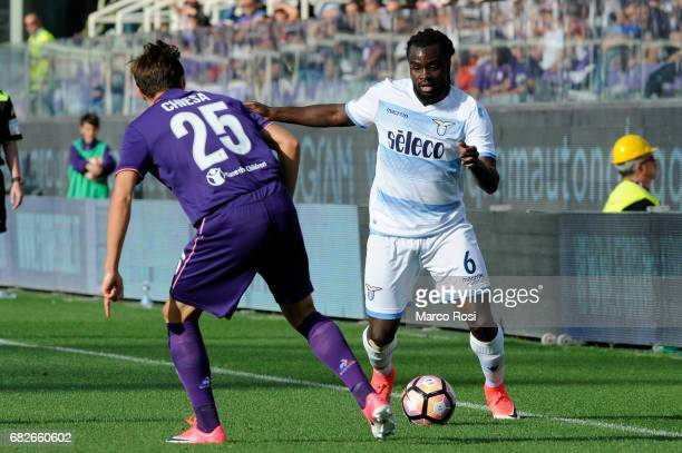 Jordan Lukaku of SS Lazio compete for the ball with Federico Chiesa of ACF Fiorentina during the Serie A match between ACF Fiorentina and SS Lazio at...