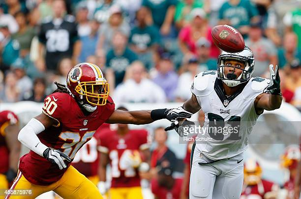 Jordan Matthews of the Philadelphia Eagles makes a catch for a first down against the E.J. Biggers of the Washington Redskins in the third quarter at...