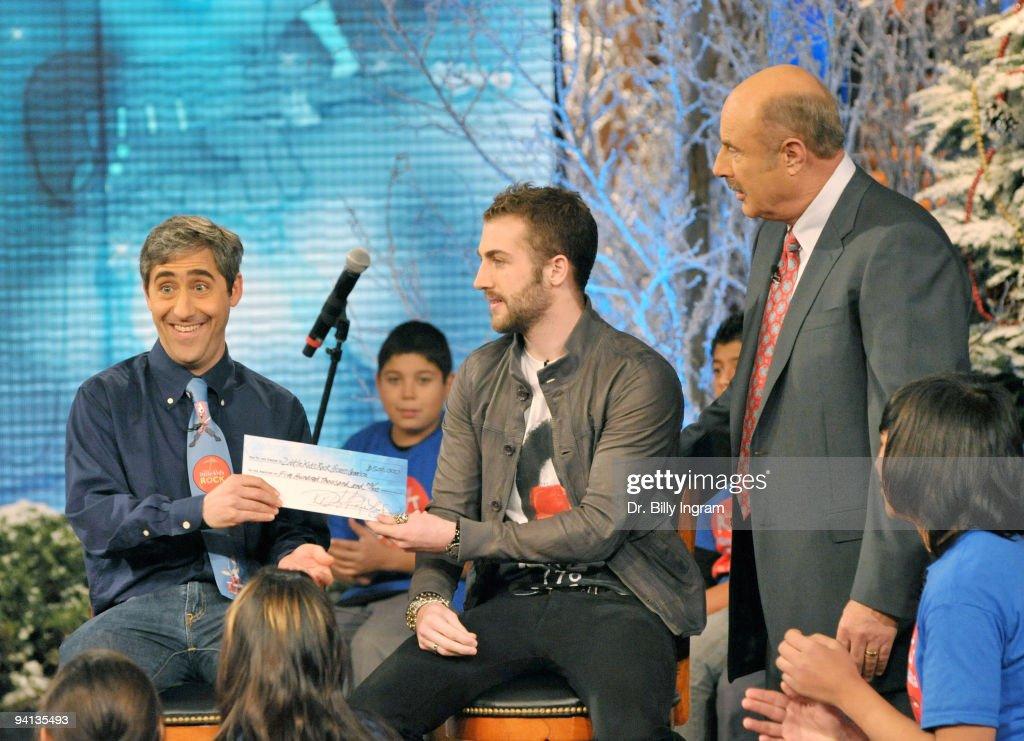 Dr. Phil Foundation Announcement - Los Angeles, CA : News Photo