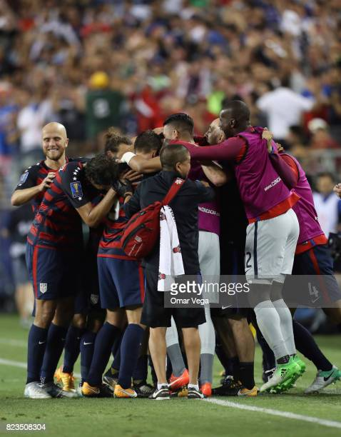 Jordan Morris of United States celebrates with teammates after scoring the second goal of his team during the CONCACAF Gold Cup 2017 final match...
