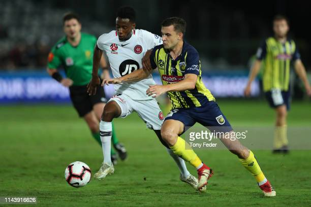 Jordan Murray of the Central Coast the Mariners contests the ball with Bruce Kamau of the Western Sydney Wanderers during the round 26 A-League match...