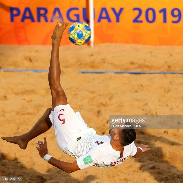 Jordan of Portugal attempts an overhead kick during the FIFA Beach Soccer World Cup Paraguay 2019 Final Match between Italy and Portugal at Estadio...
