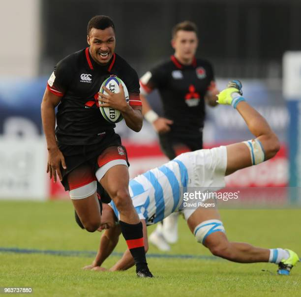 Jordan Olowofela of England breaks clear during the World Rugby U20 Championship match between England and Argentina at Stade d'Honneur du Parc des...