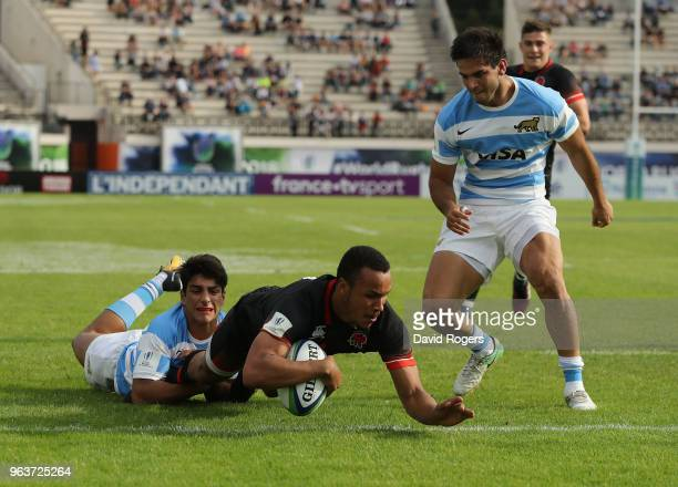 Jordan Olowofela of England dives to score a try during the World Rugby U20 Championship match between England and Argentina at Stade d'Honneur du...