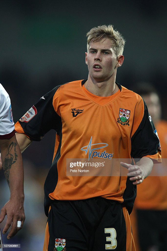 Barnet and Northampton Town : News Photo