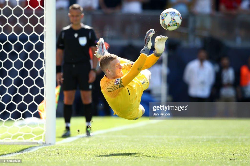 Switzerland v England - UEFA Nations League Third Place Playoff : Nieuwsfoto's
