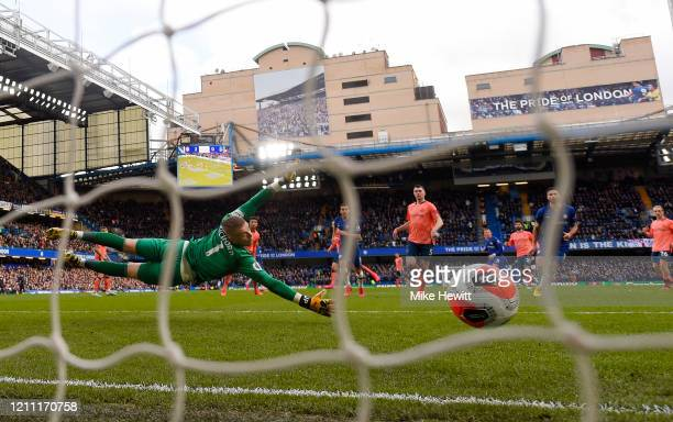 Jordan Pickford of Everton fails to save a shot from Willian of Chelsea which leads to the third goal for Chelsea during the Premier League match...