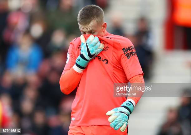 Jordan Pickford of Everton looks dejected during the Premier League match between Southampton and Everton at St Mary's Stadium on November 26 2017 in...