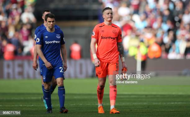 Jordan Pickford of Everton looks dejected during the Premier League match between West Ham United and Everton at London Stadium on May 13 2018 in...