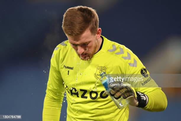 Jordan Pickford of Everton sprays himself with water prior to the Premier League match between Everton and Southampton at Goodison Park on March 01,...