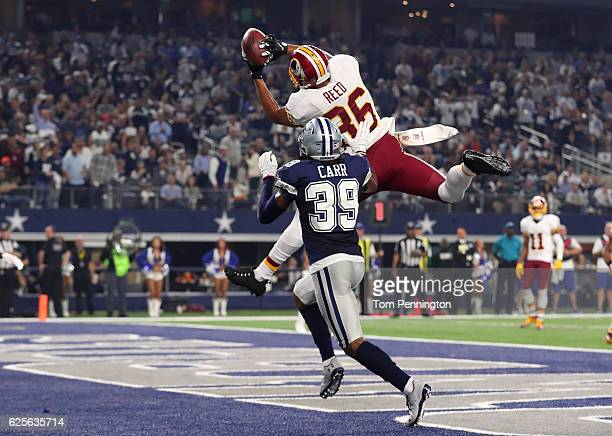 Jordan Reed of the Washington Redskins catches a touchdown pass during the fourth quarter against the Dallas Cowboys at ATT Stadium on November 24...