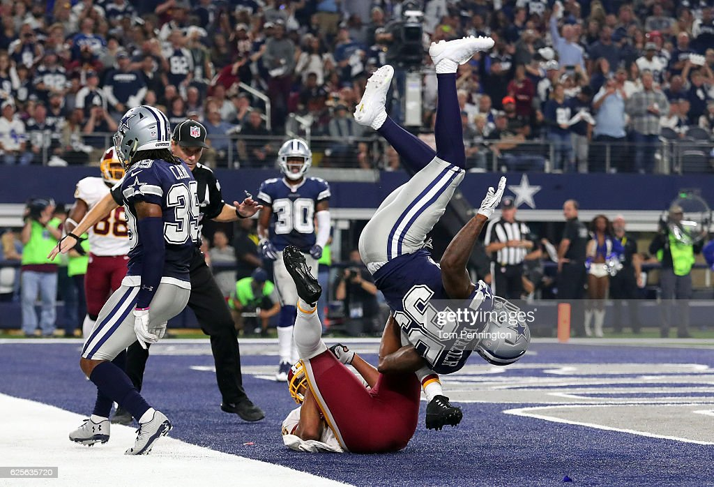 Jordan Reed #86 of the Washington Redskins catches a touchdown pass during the fourth quarter against the Dallas Cowboys at AT&T Stadium on November 24, 2016 in Arlington, Texas.
