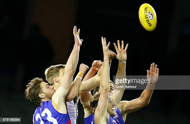 Jordan Roughead Marcus Bontempelli Matthew Boyd of the Bulldogs and Nick Riewoldt of the Saints compete for the ball during the round 18 AFL match...