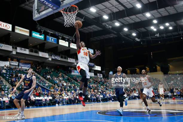Jordan Sibert of the College Park Skyhawks drives to the basket against the Texas Legends during the second quarter on January 26, 2020 at Comerica...