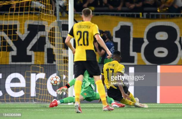Jordan Siebatcheu of Young Boys scores their side's second goal past David De Gea of Manchester United during the UEFA Champions League group F match...