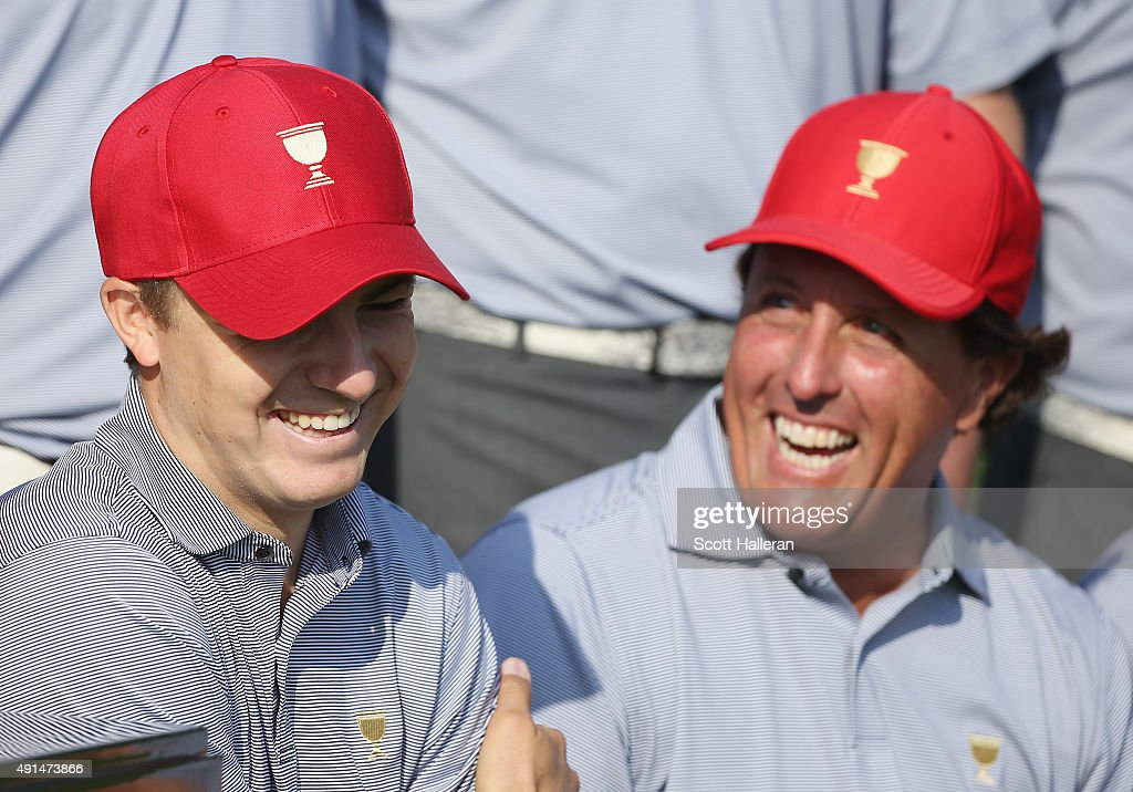 Jordan Spieth (L) and Phil Mickelson of the United States team pose with his team during a photocall prior to the start of The Presidents Cup at the Jack Nicklaus Golf Club on October 6, 2015 in Incheon City, South Korea.